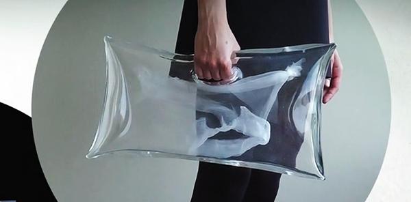 Sac en verre de Ying Gao y Michèle Lapointe, 2012.