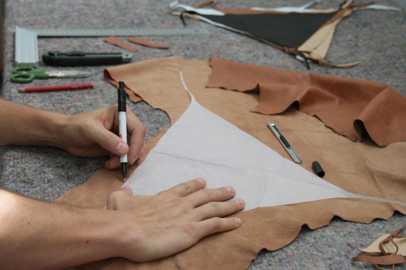 Trabajo artesanal de las piezas Woondendot