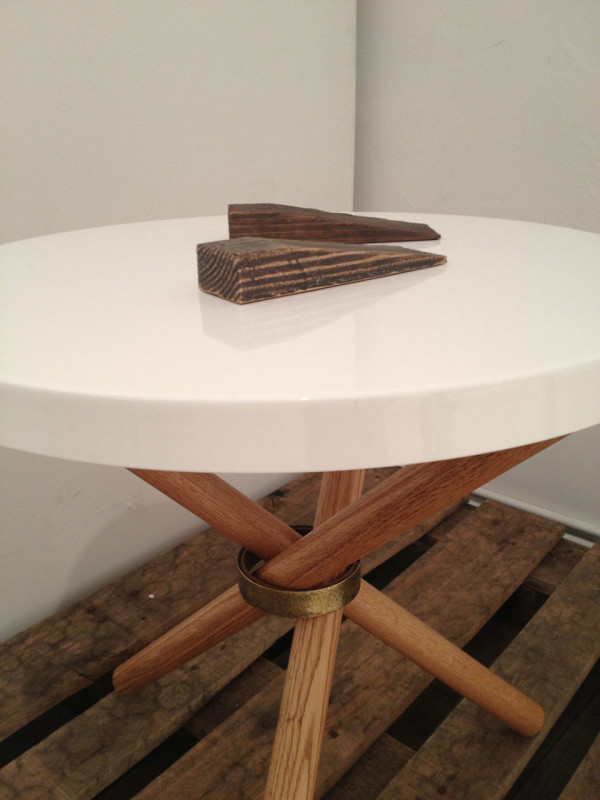 castor-table-detail-doorstops-600x800