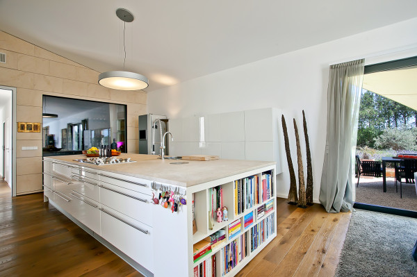 EcoDesign-Finca-Passive-House-14-kitchen-600x399