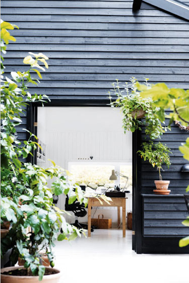 Black-summerhouse-2
