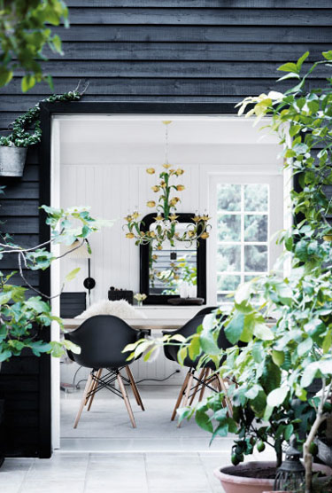 Black-summerhouse-3